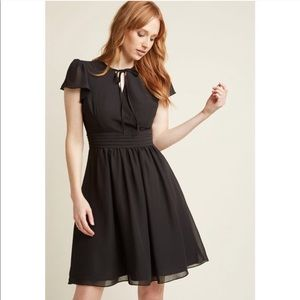 • ModCloth • Black V Neck Poly Knee Length Dress S